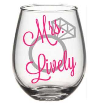Future Mrs Wine Glass, Soon To Be Mrs, Bride To Be Wine Glass, Bride Gift, Engagement  Wine Glass,  Engagement Gift,  Personalized Glasses,