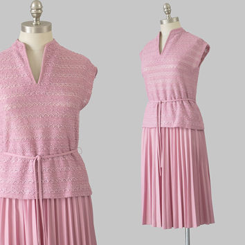 70s Boho Dress / 1970s Mauve Pink Knit Dress Set / Short Sleeve Blouse and Skirt / Knee Length Accordion Pleated Belted Two Piece Dress S/M