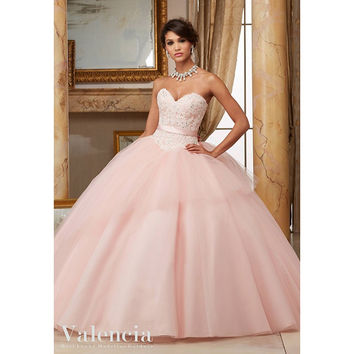 Cheap 2016 Sweetheart Quinceanera Dresses with Appliques Crystal Sequined Bow Sweet 16 Dresses Vestidos De 16 Party Gowns