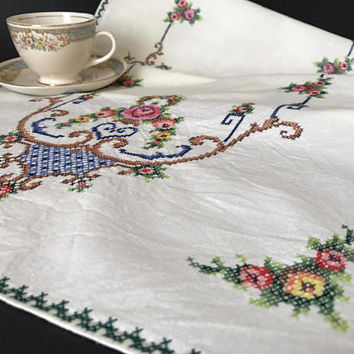 Embroidered Cotton Table Runner Cross Stitch Embroidery Table Linens Floral Rose Design Wedding Vintage Kitchen Table Runner Bureau Scarf