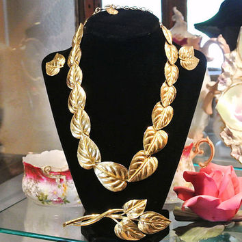 Vintage Trifari Necklace Earrings Brooch Set Parure Gold Tone Leaf Leaves Hinged Choker Bib Circa 1980s Statement Jewelry Autumn Fall Bride