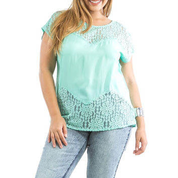 Plus Size Lace Short Sleeve Top in Mint