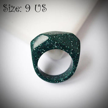 Size 9 US, Green ring, Green stone ring, Corian ring, Green jewelry, Emerald green, Acrylic stone ring, Stone ring, Stone jewelry