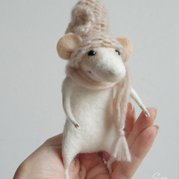 Felted mouse, waldorf animal, cute mouse, needle felt, miniature, needle sculpture, soft figurine, felted ornement, tender mouse