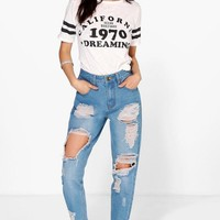 Sophie High Wst Light Wash Distress Mom Jeans | Boohoo