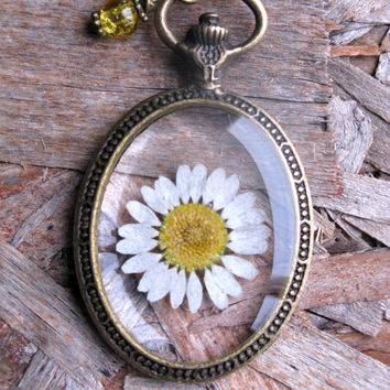 Daisy Resin Pendant Necklace - Real daisy in resin  in open back Pocket Watch Bezel, Pressed Flower Jewelry - Resin Necklace - Resin Jewelry