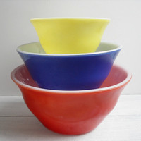 Vintage McKee Bell Mixing Nesting Bowls in Primary Colors