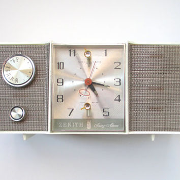 Mid Century Modern Zenith Radio Restored with New Tubes and Connections, Working Retro AM Clock Radio
