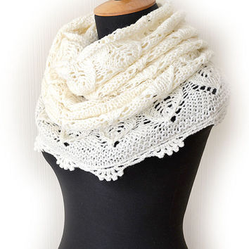 Cream Knit lace cowl, Ruffle Infinity Scarf, Knit Chunky Cowl, Milk Loop Scarf, Womens Infinity Scarf, White-cream snood, Women accessories