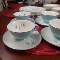 Taylor Smith and Taylor Versatile Blue Lace Dinnerware 28pc - 7 Settings - Rare China