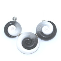 Ombre elegant beads, color gradient spiral beads, polymer Clay beads in in black, gray and white, set of 3