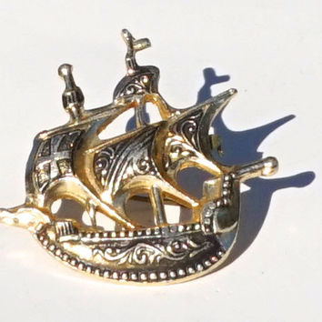 Spanish Galleon Brooch, Damascene Style Ship Brooch, Plastic Ship Pin,Faux Toledoware,Spanish Boat Pin,Lapel Pin,Vintage Jewelry,Sailor Gift