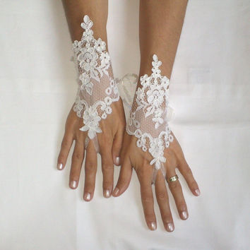 Ivory wedding glove free ship bridal wedding fingerless  french  lace symmetric lace wedding gloves gauntlets guantes rustic elegant