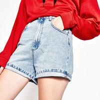 MOM FIT DENIM SHORTS DETAILS