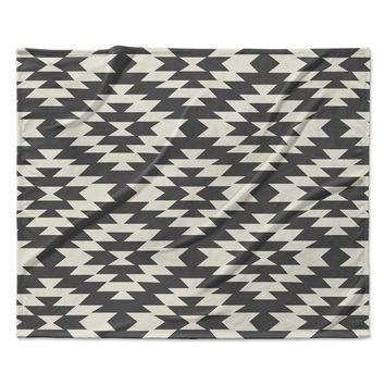 "Amanda Lane ""Southwestern Black Cream"" Tribal Geometric Fleece Throw Blanket"