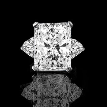 15ct radiant classic style ring w/two 1.50ct triangular sides simulated diamond-diamond veneer® sterling silver platinum. 635r72098