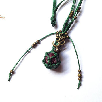 Om Bola Mariposa - Maternity Stone necklace with tinker bell handwoven with macrame techniques and much love :)