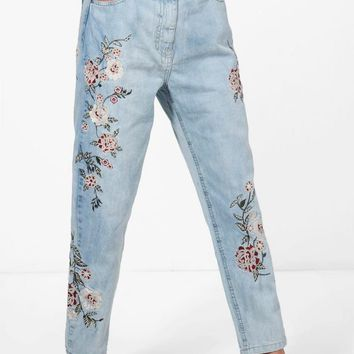 Sophie High Rise Embroidered Mom Jeans | Boohoo