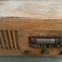 1939 Airline Wood Table Radio WG&C Series Model 8A36-5
