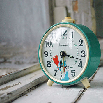 Vintage clock Vityaz Rabbit Mechanical Clock Vityaz Mint Green Home decor Kid room nursery decor Round table clock Retro Soviet clock