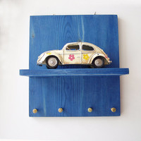 Hippie bug key organiser, wooden shelf with VW bug car miniature diorama and key hangers, collectible bug miniature with key organiser