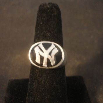 Collectible Sterling Silver NY New York Yankees Ring Size 8 3/4 Sports Jewelry