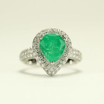 Pear shape Emerald and Diamond ring in white 14 karat gold