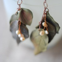 Earrings with 3 leaves Pastel green colour and by HoneyCase2