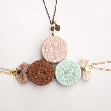 Cute Oreo Pendant / Girly Oreo Necklace / Romantic Oreo / Polymer Clay / Fashion Food Jewelry / Oreo cookie jewelry / Handmade Oreo necklace