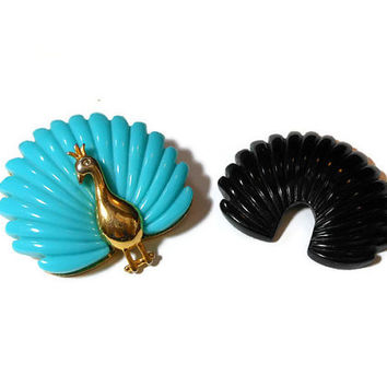 Peacock interchangeable brooch, two looks in one, two separate colors can grace the back of the gold tone peacock, turquoise or black