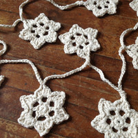 Hand Crochet Garland,Small Doily Decoration, Twinkling Star Spangled Patriotic Garland,Off White w/ Gold Accent, 10 Stars