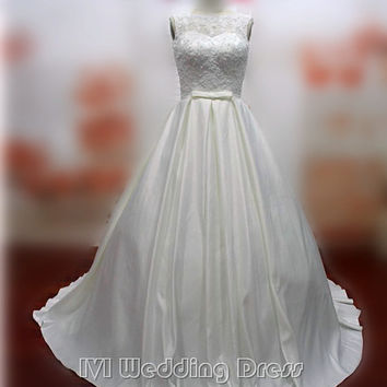 Real Samples Vintage Taffeta and Lace Wedding Dress Plus Size Bridal Gown with Pick-up Skirt Princess Wedding Gown
