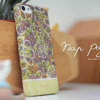 apple iphone case : Abstract green flowers