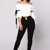 Bella Buckle Crepe Pants - Black
