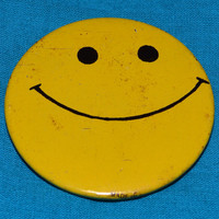 Vintage 80s Smiley Face Button Pinback Badge Pin
