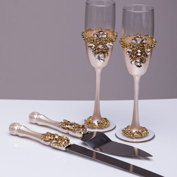 Gold Wedding glasses and Cake Server Set Wedding Cake Knife ivory and gold Cake Cutting Set Toasting flutes Champagne glasses gold, set of 4