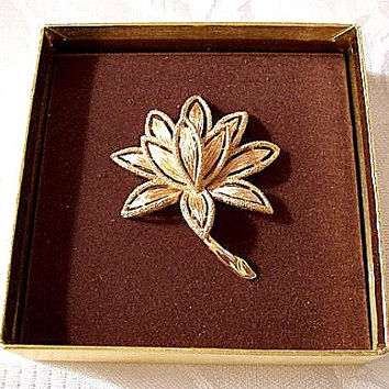 Flower Petal Pin Brooch Gold Tone Vintage Avon Textured Open Layered Leaves Long Stem