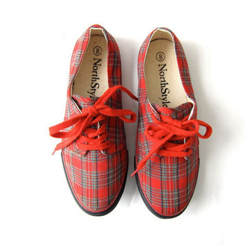vintage red plaid tennis shoes. lace up sneakers. preppy shoes. size 8