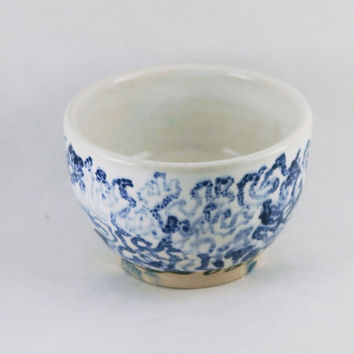 4 Oz Japanese Matcha Chawan Tea Bowl \ Sake Cup \ Wine Glass Tumbler \ Handleless White & Blue pottery Mug, Wheel Thrown stoneware ceramic