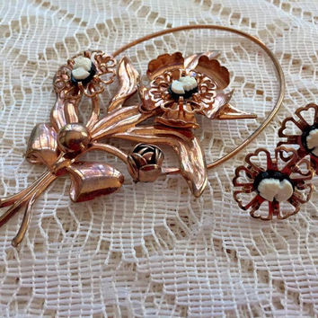 Vintage Retro Gold Plated Large Flower with Cameos Brooch and Earrings Set