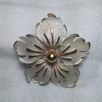Large White and Gold Tone Flower Brooch / Pin