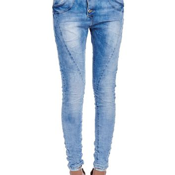 Boyfriend jeans in light bleach wash with open button detail