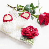 Newborn crochet outfit. Set! Hand knitted crochet beanie and baby booties / slippers