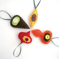 Retro holiday ornaments - Felt Christmas decorations in red, orange, yellow, brown - Set of four 4