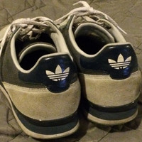 Sale!! Vintage Men's Adidas originals Casual shoes 3 stripes size US 9 UK 8.5 Free shipping within the USA!