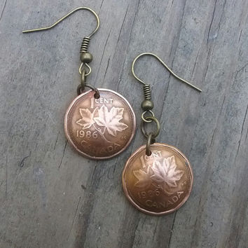 1986 coin earrings. Canadian cent coin earrings. Penny earrings. Dangle earrings.29th birthday or 29th anniversary.