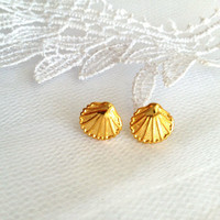 Gold seashell earrings, Gold stud earrings, dainty shell earrings, Bridal Accessories
