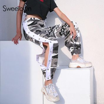Sweetown Plus Size Camo Pants Streetwear Harajuku Pantalon Camouflage Femme Side Button Sweatpants High Waist Cargo Pants Women
