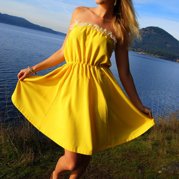 Yellow Tube Dress 70's Strapless Lace Summer Dress Full Skirt Elastic Waist Ruffle Dress Bright Spring Dress One Size Hippie Boho Dress