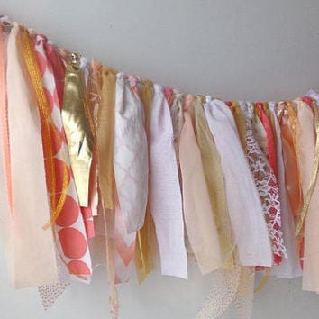 Winter Wedding Garland, Rag Tie Fabric Banner, Birthday Party Table Decoration, Backdrop Photo Prop, Wall Hanging, Mantle Display, Valance
